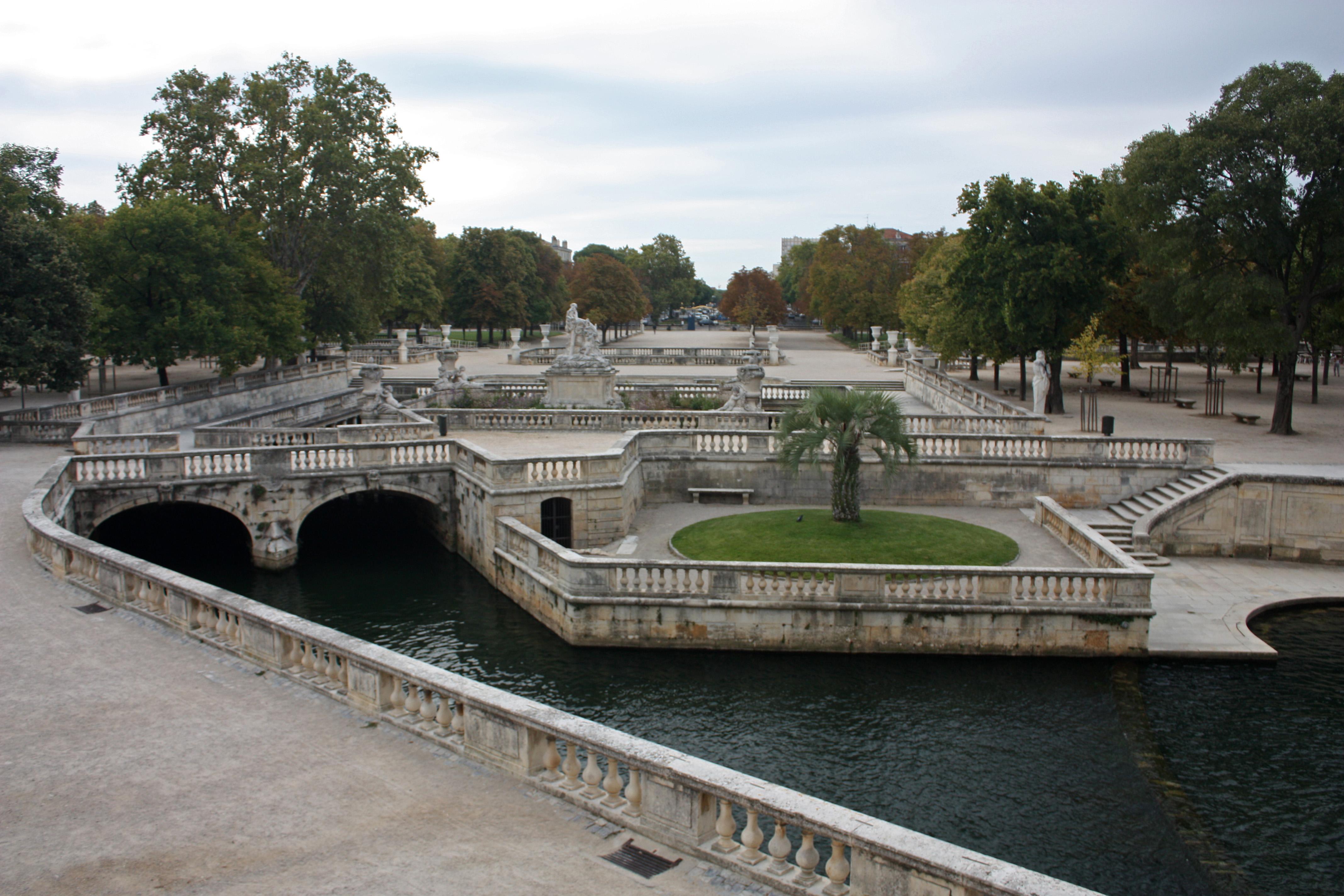 Jardins de la fontaine for Meuble de jardin nimes