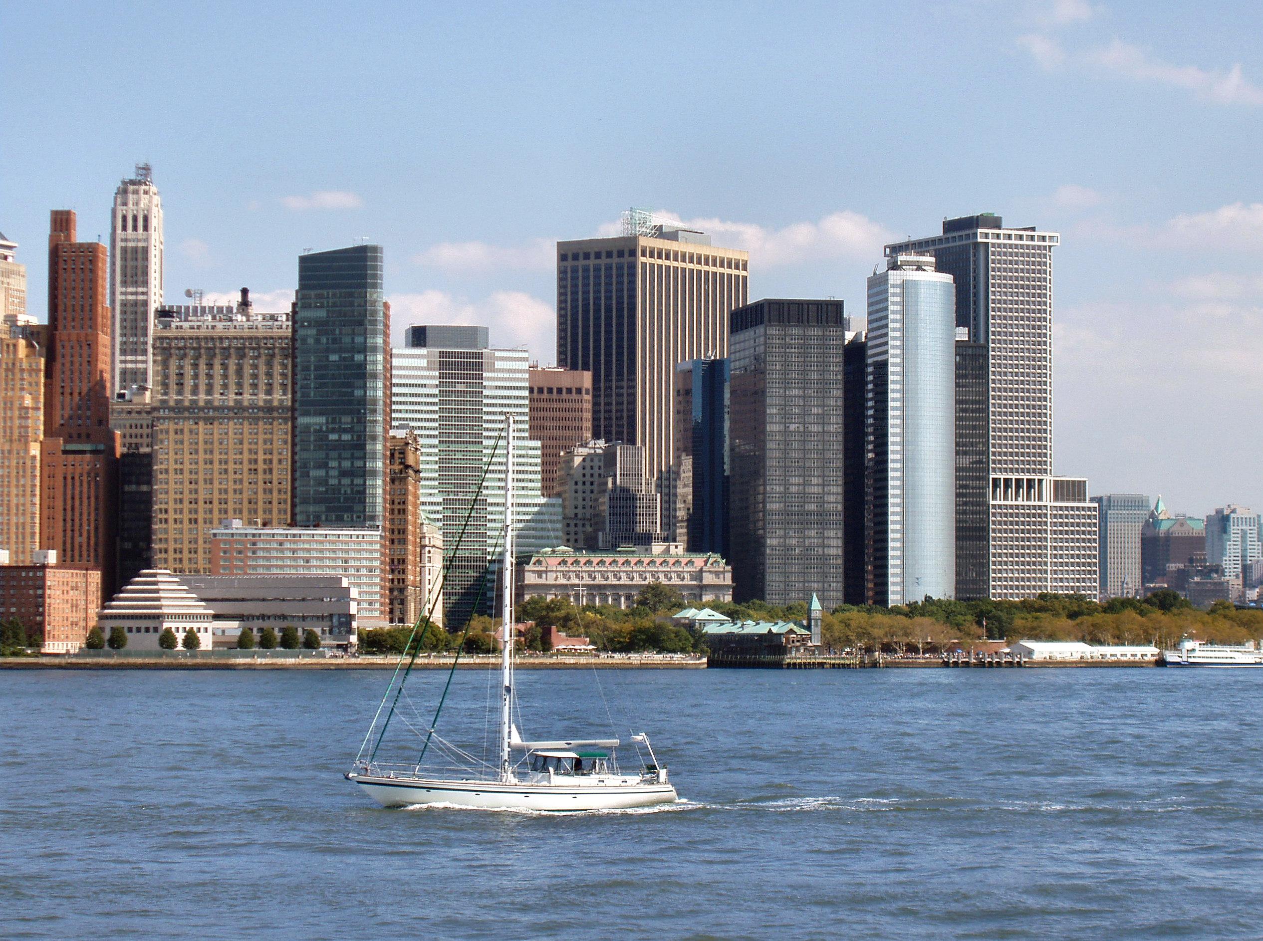 Manhattan à travers la baie depuis le liberty state park