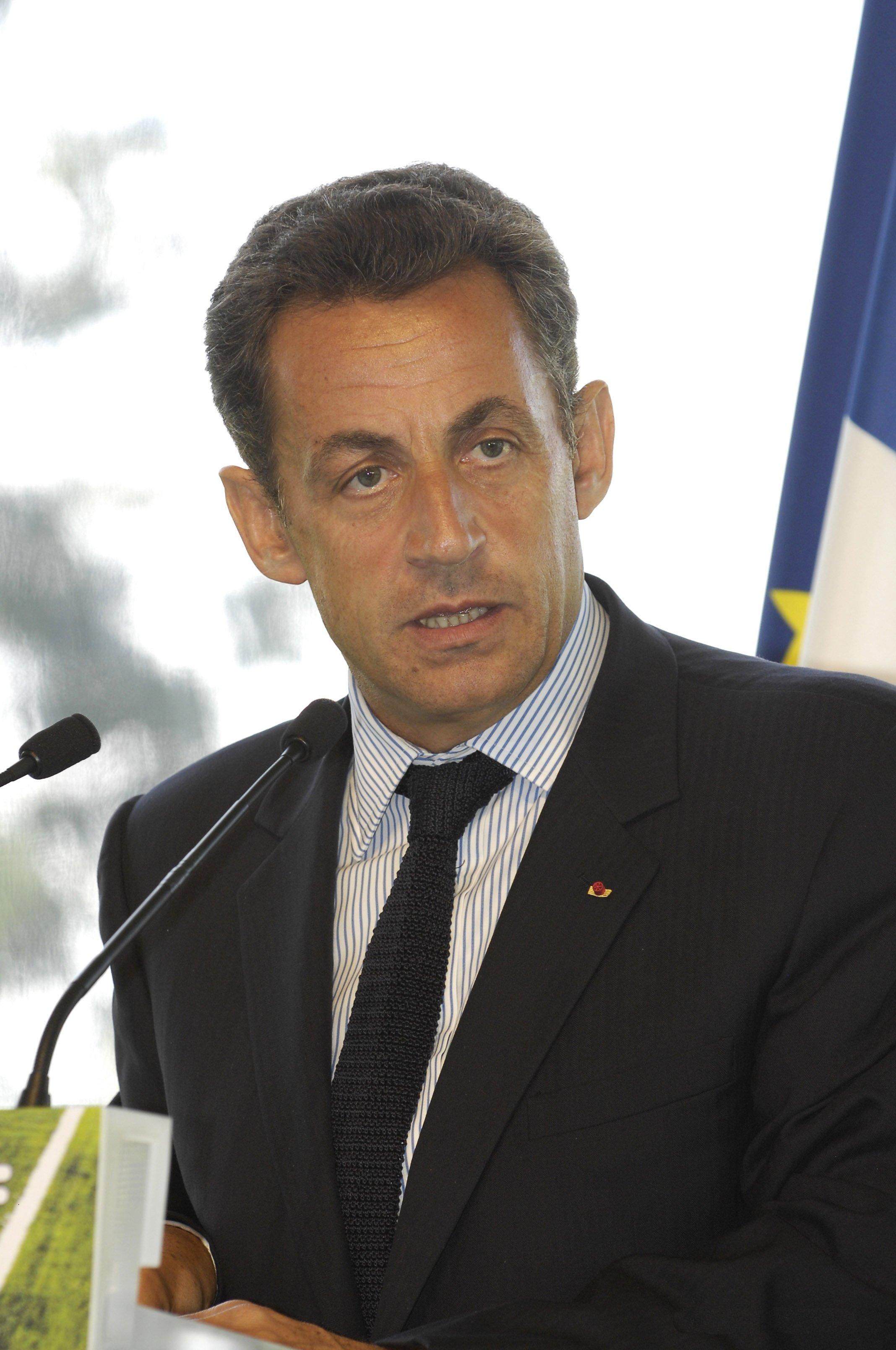 http://fr.academic.ru/pictures/frwiki/78/Nicolas_Sarkozy_MEDEF.jpg