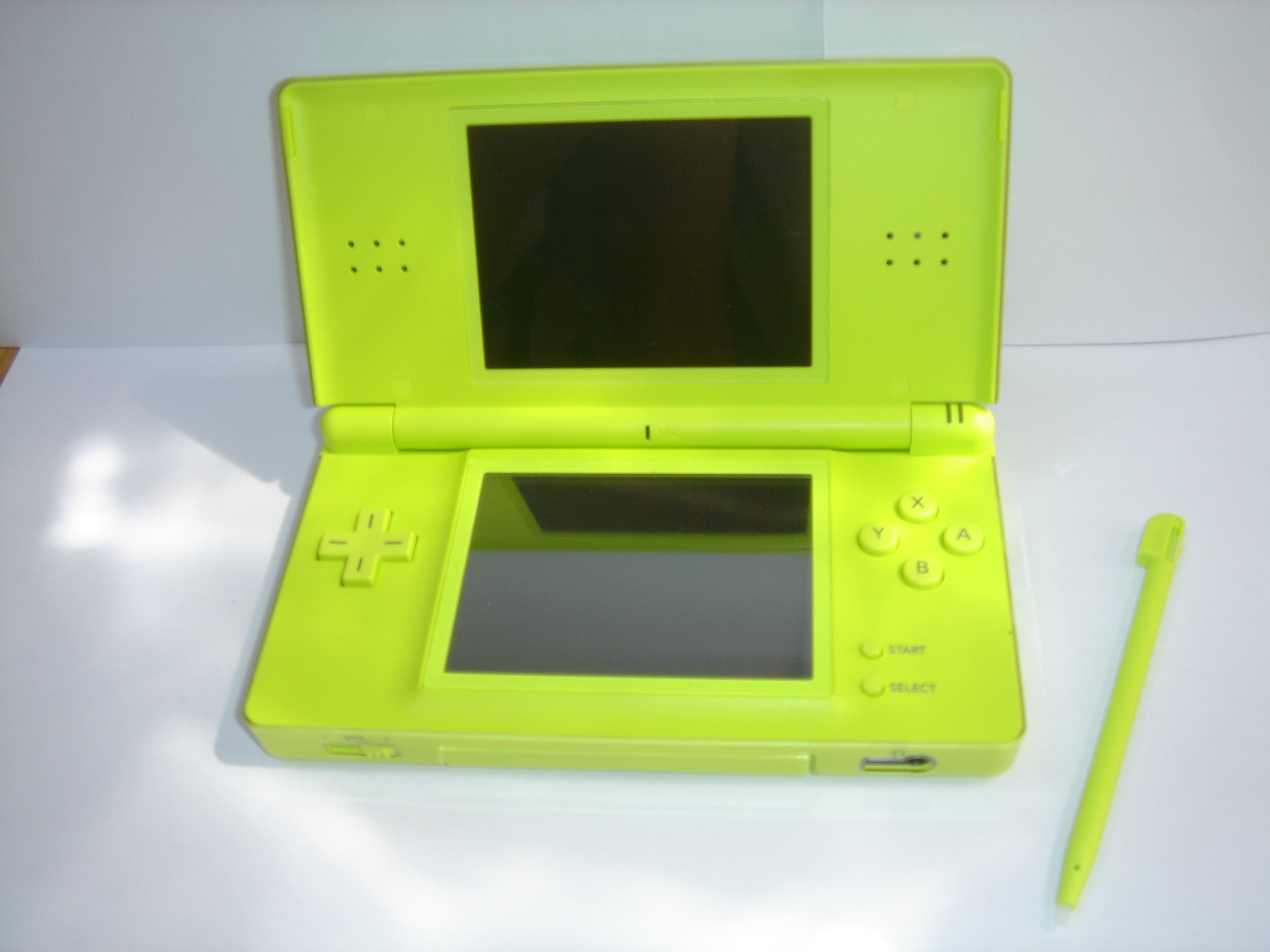 nintendo ds lite. Black Bedroom Furniture Sets. Home Design Ideas