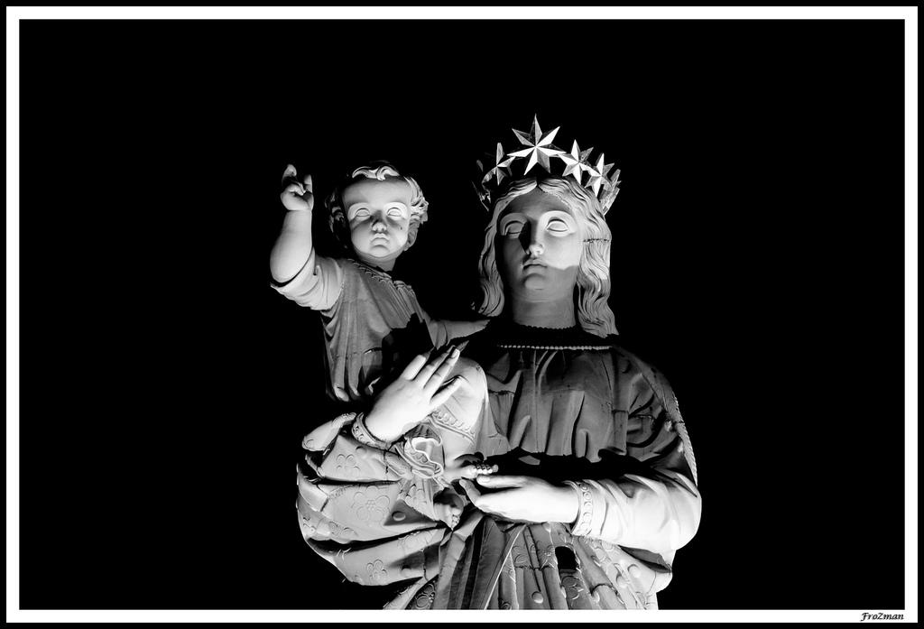 http://fr.academic.ru/pictures/frwiki/78/Notre-Dame-de-France_Le-Puy-en-Velay_Holly-Virgin_focus.jpg