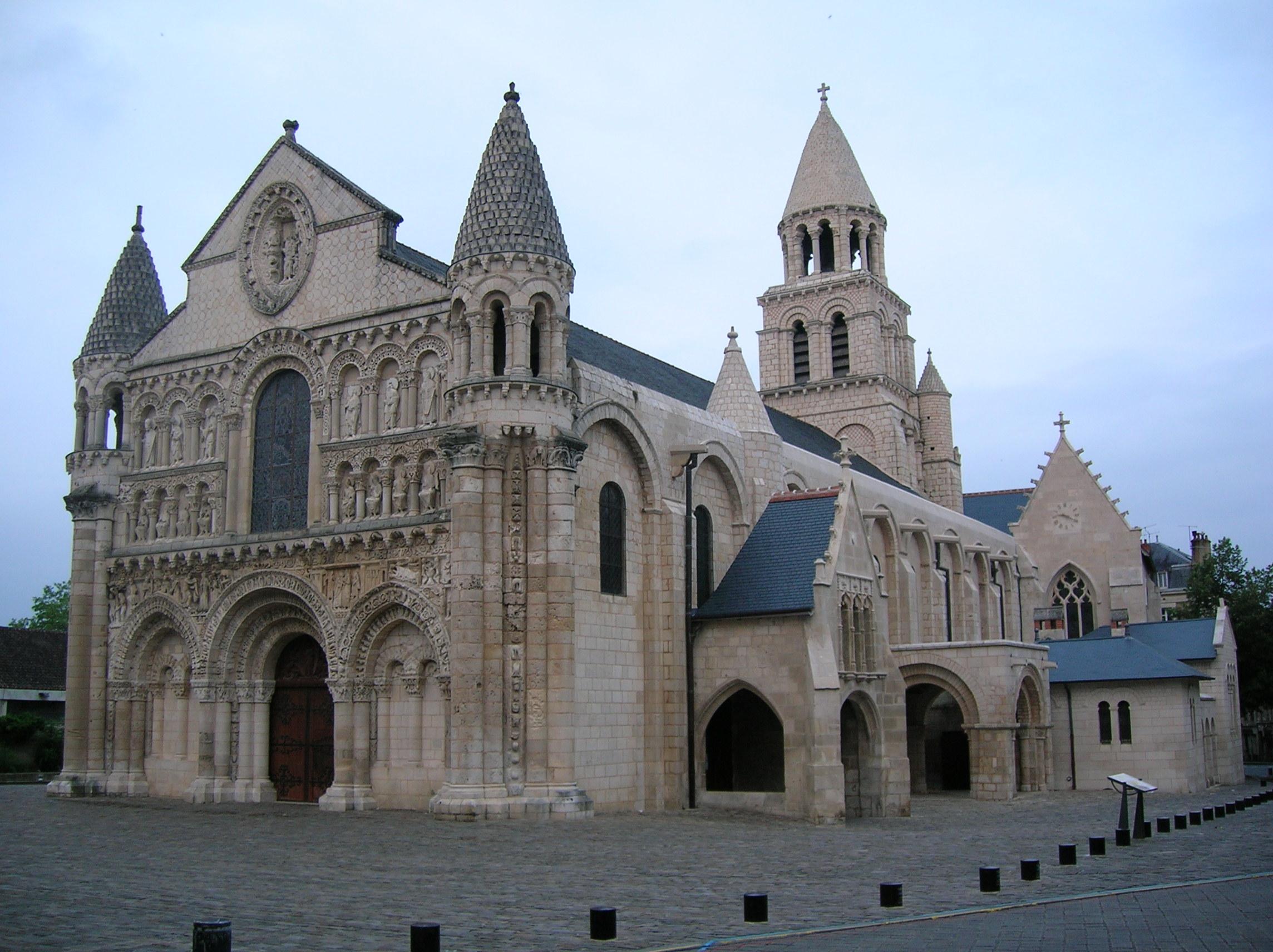 http://fr.academic.ru/pictures/frwiki/78/Notre-Dame_la_Grande_%28large_short%29.jpg