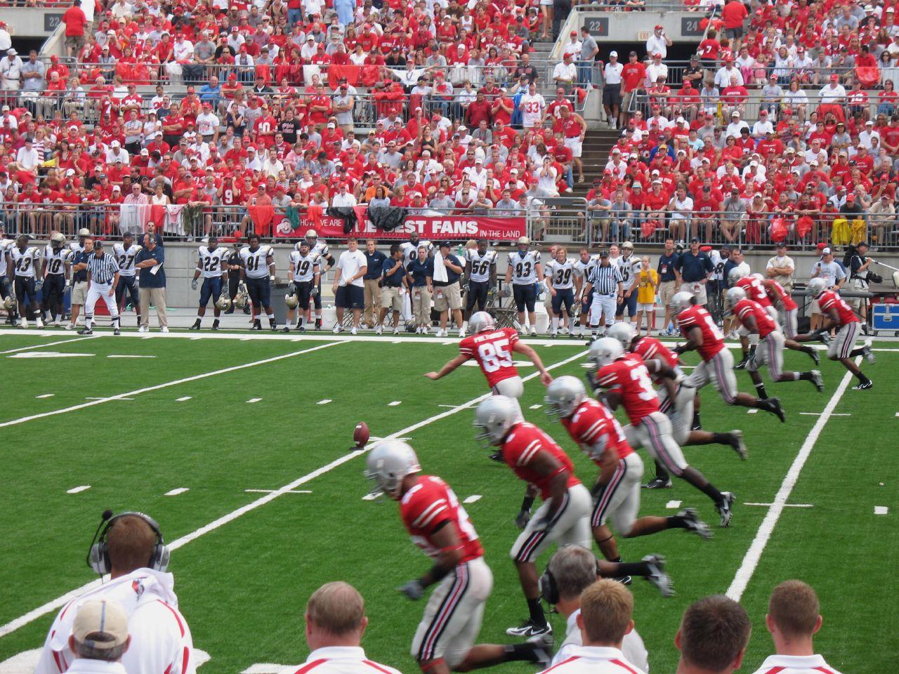 Ohio_State_Buckeyes_kickoff_2007.jpg