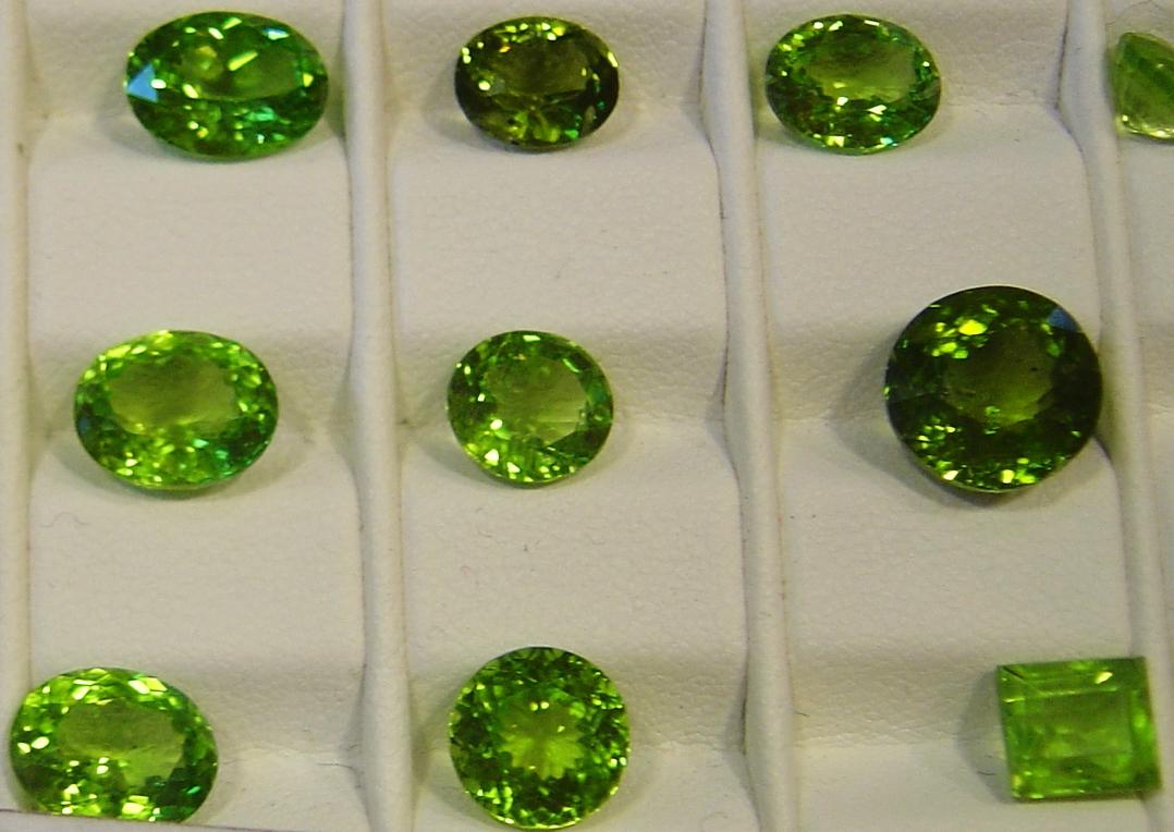 Камень оливин фото