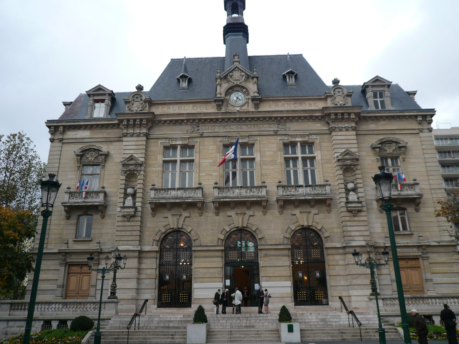 http://fr.academic.ru/pictures/frwiki/80/P1080870_Mairie_Colombes.JPG