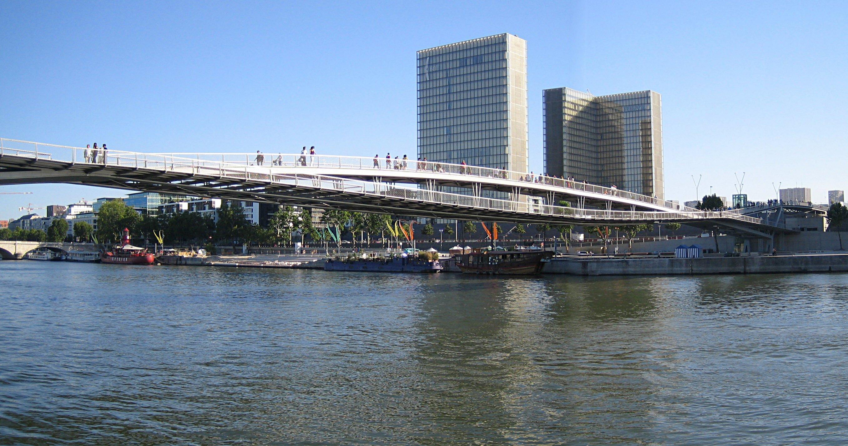 La passerelle Simone-de-Beauvoir, pont des Arts du XXIe sicle