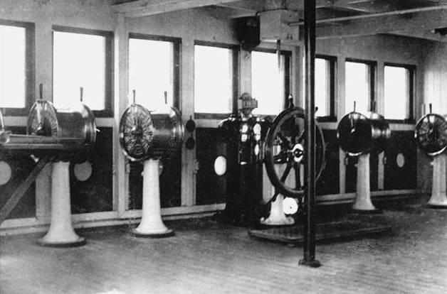 Les transmetteurs d'ordre Passerelle_de_navigation_du_Titanic2