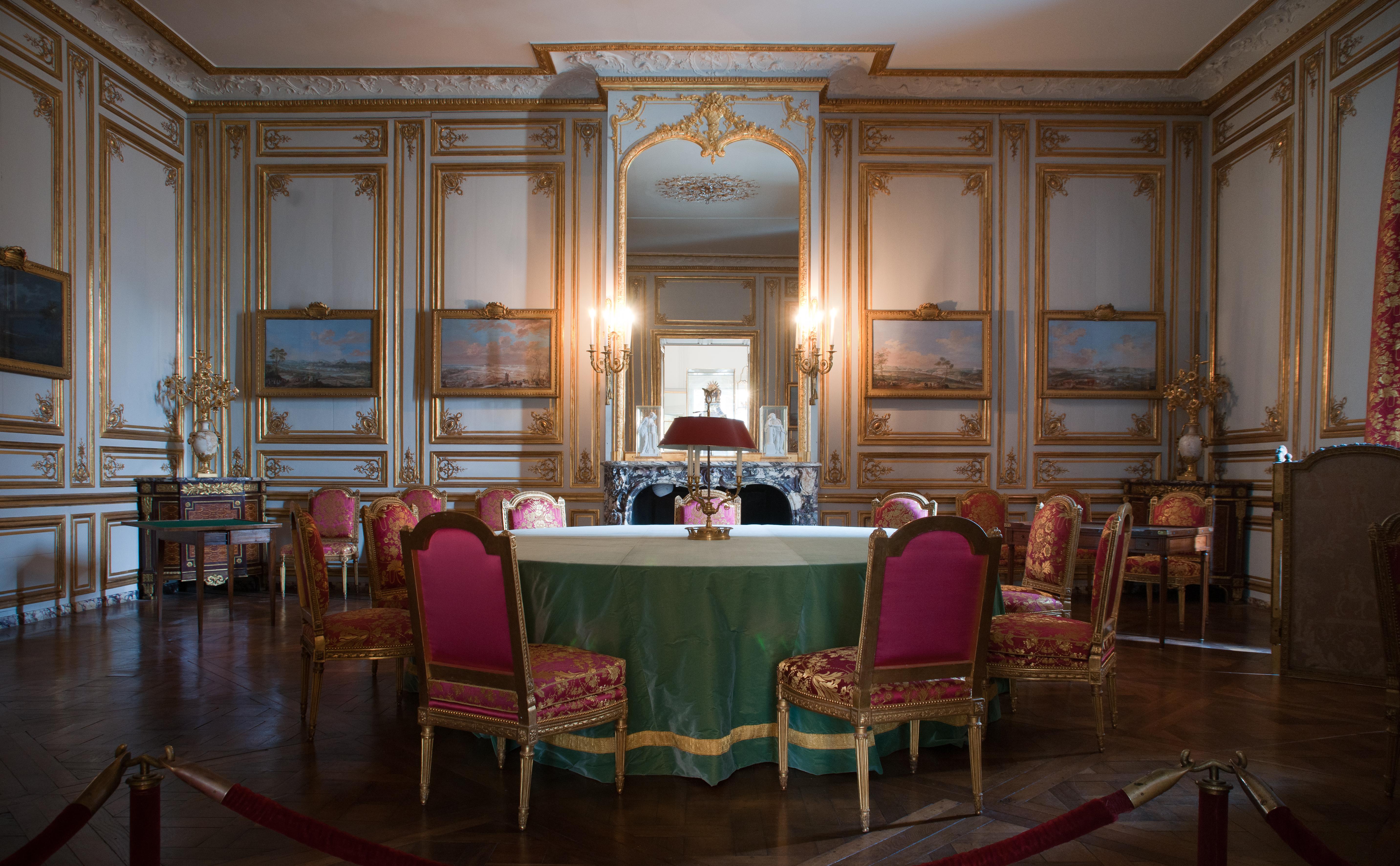 Cabinet des jeux de louis xvi for Chambre louis xvi versailles
