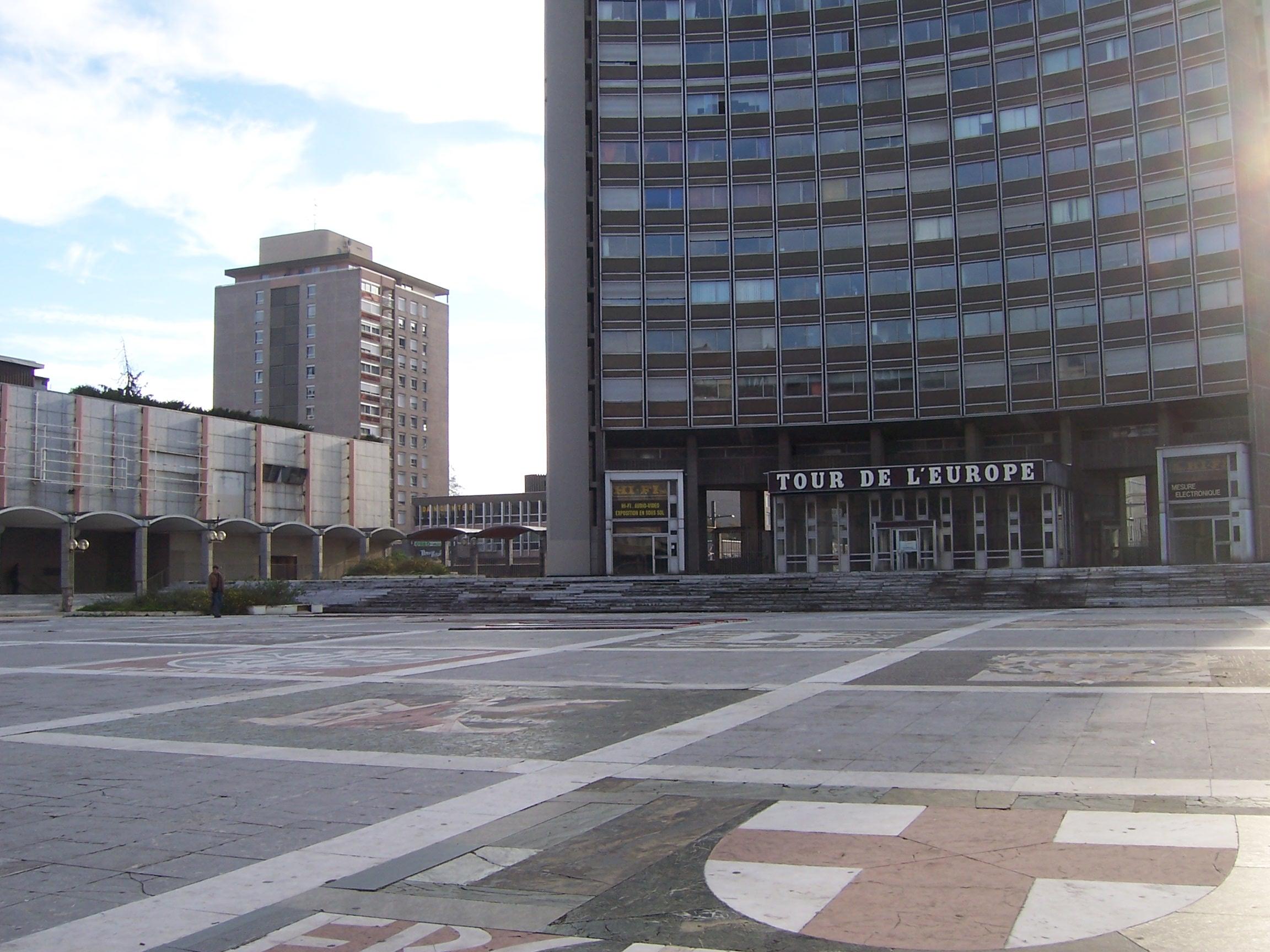 Place de l 39 europe mulhouse for Porte jeune mulhouse