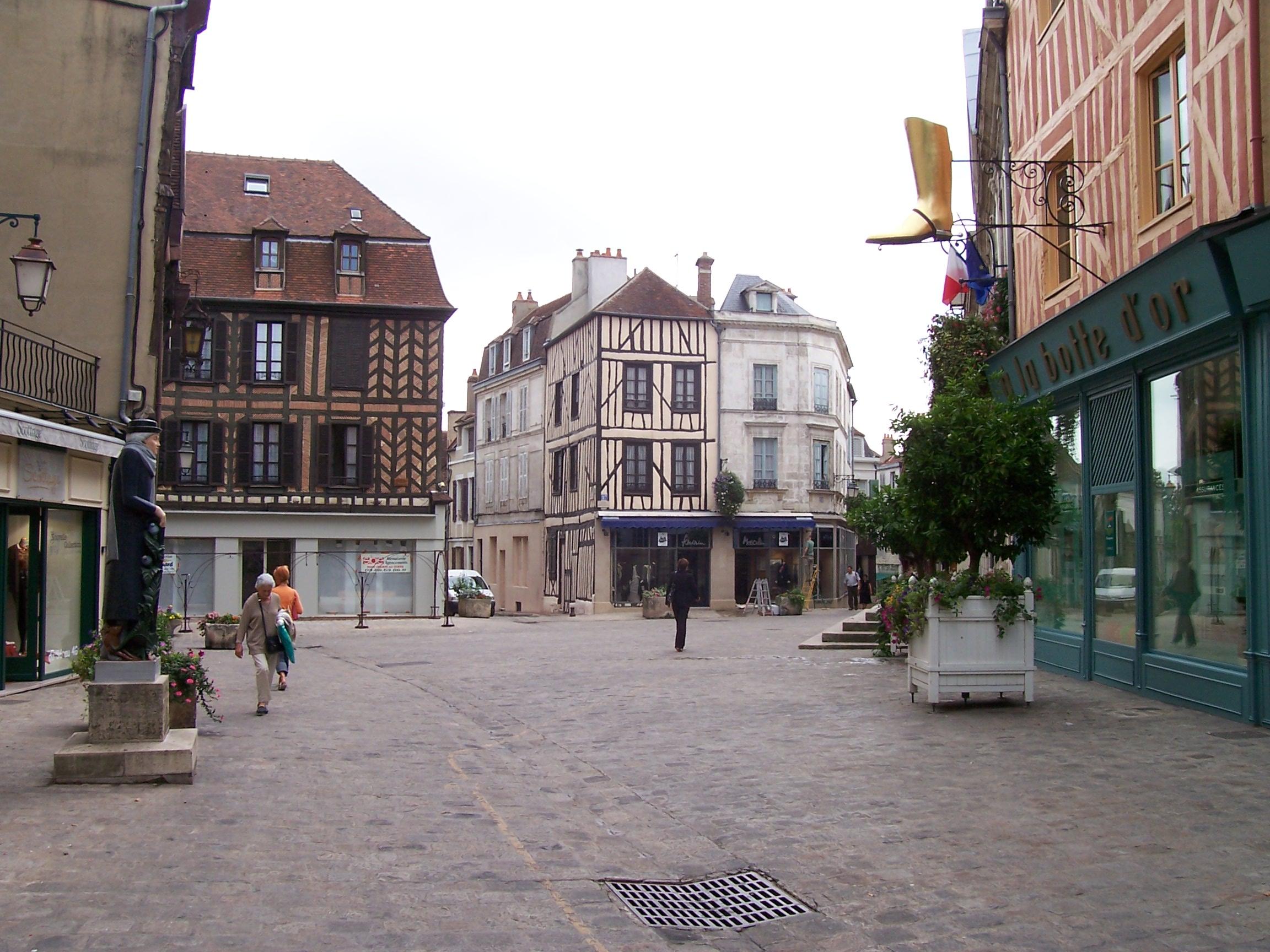 Centre ville auxerre for Piscine d auxerre