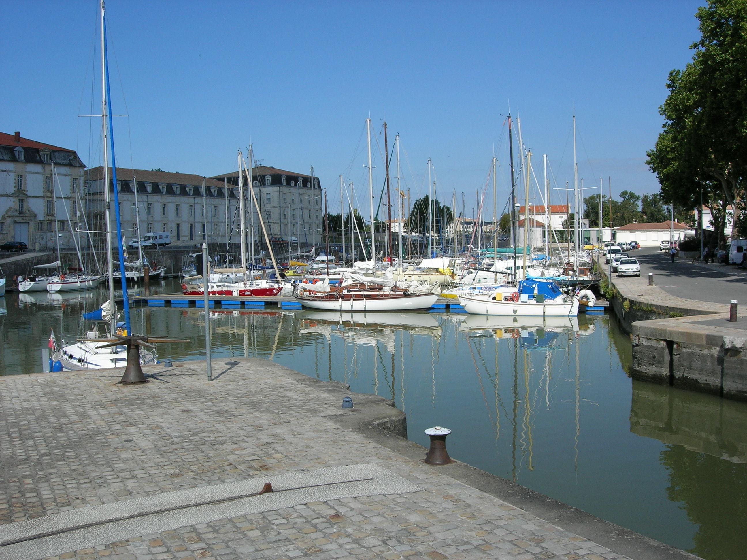 Charente fleuve - Port de plaisance de rochefort ...