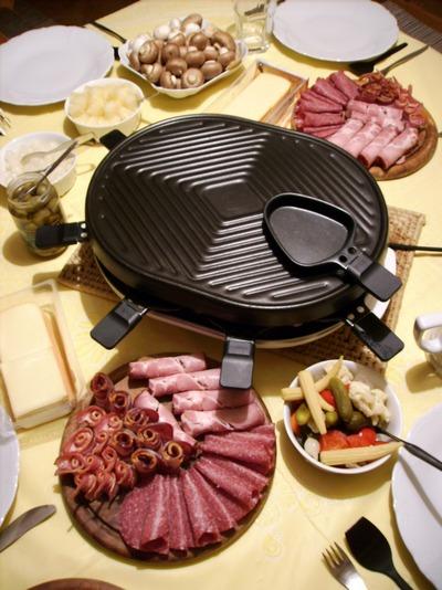 Fromage raclette - La table a raclette ...