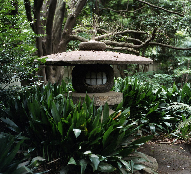 Jardin japonais for Lanterne jardin zen