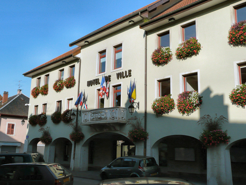 Place H Ef Bf Bdtel De Ville  Rumilly