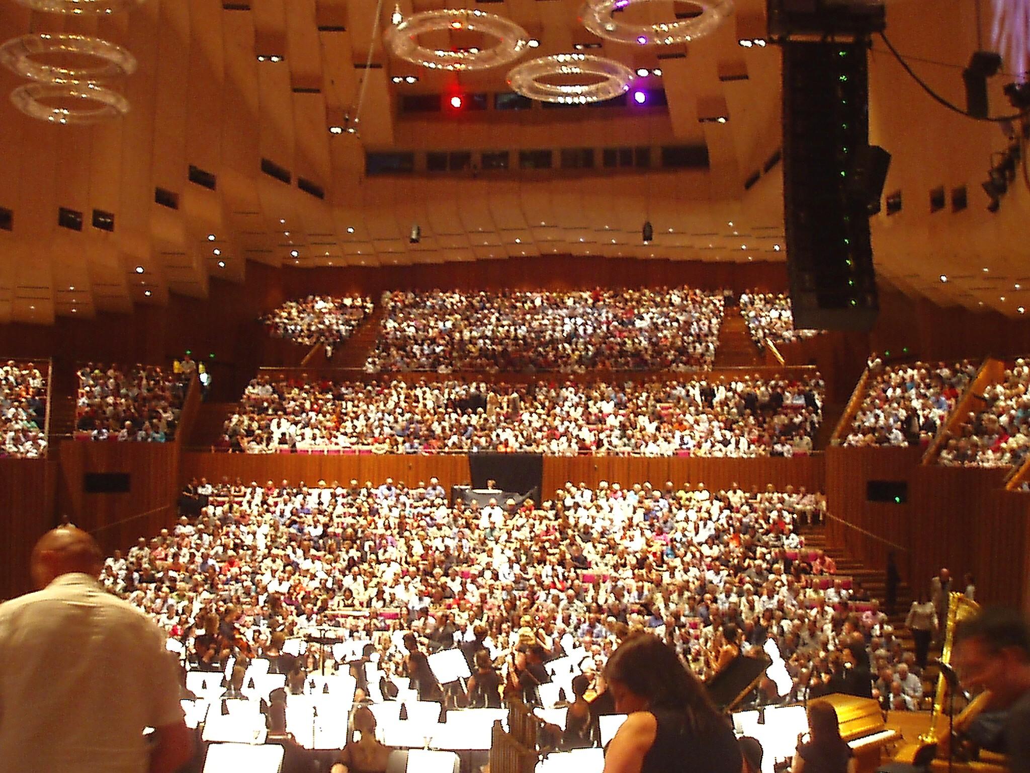 http://fr.academic.ru/pictures/frwiki/83/Sala_principal_de_conciertos_ópera_de_Sydney.jpg