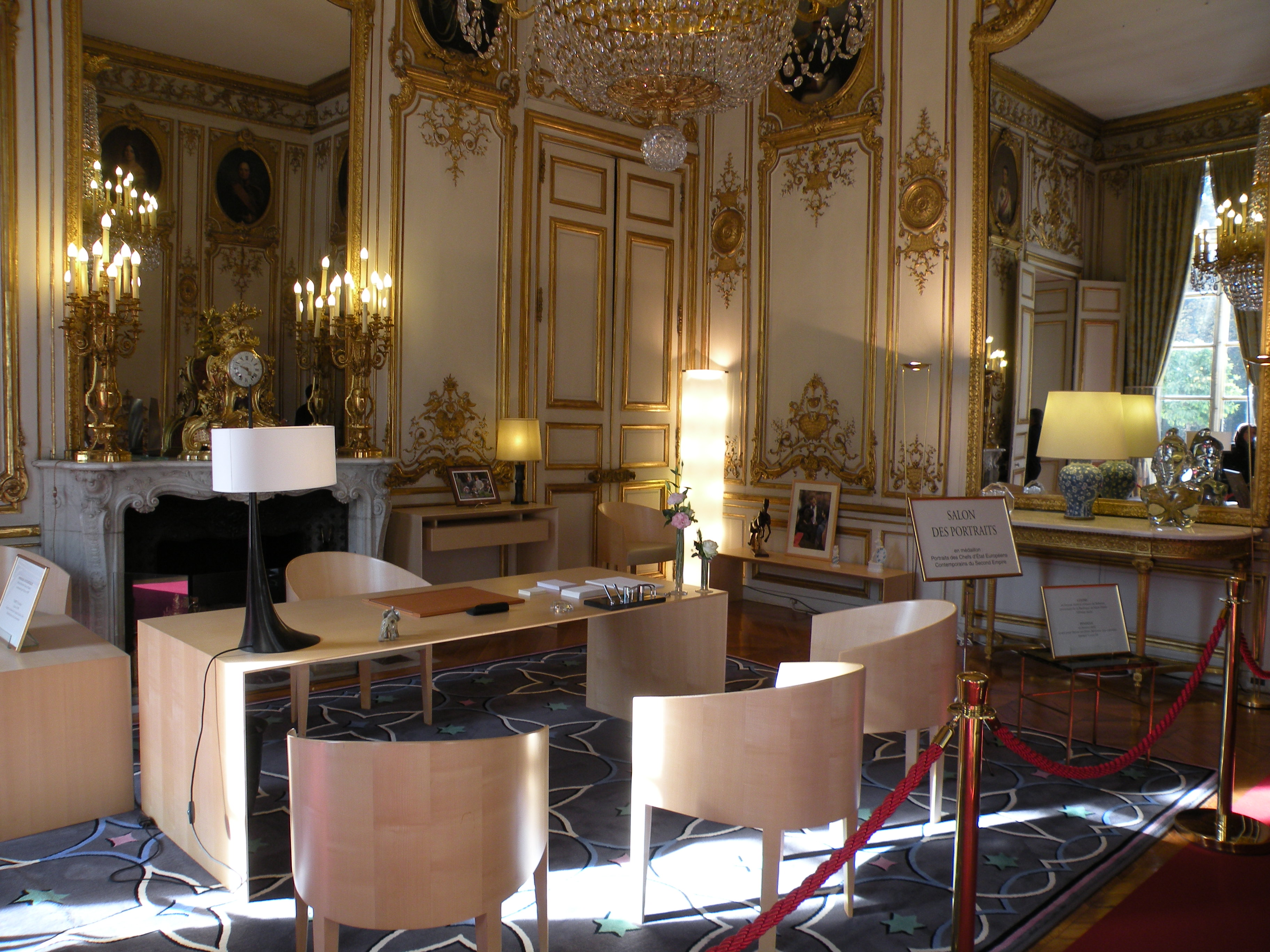 Palais de l 39 lys e for Salon le 58