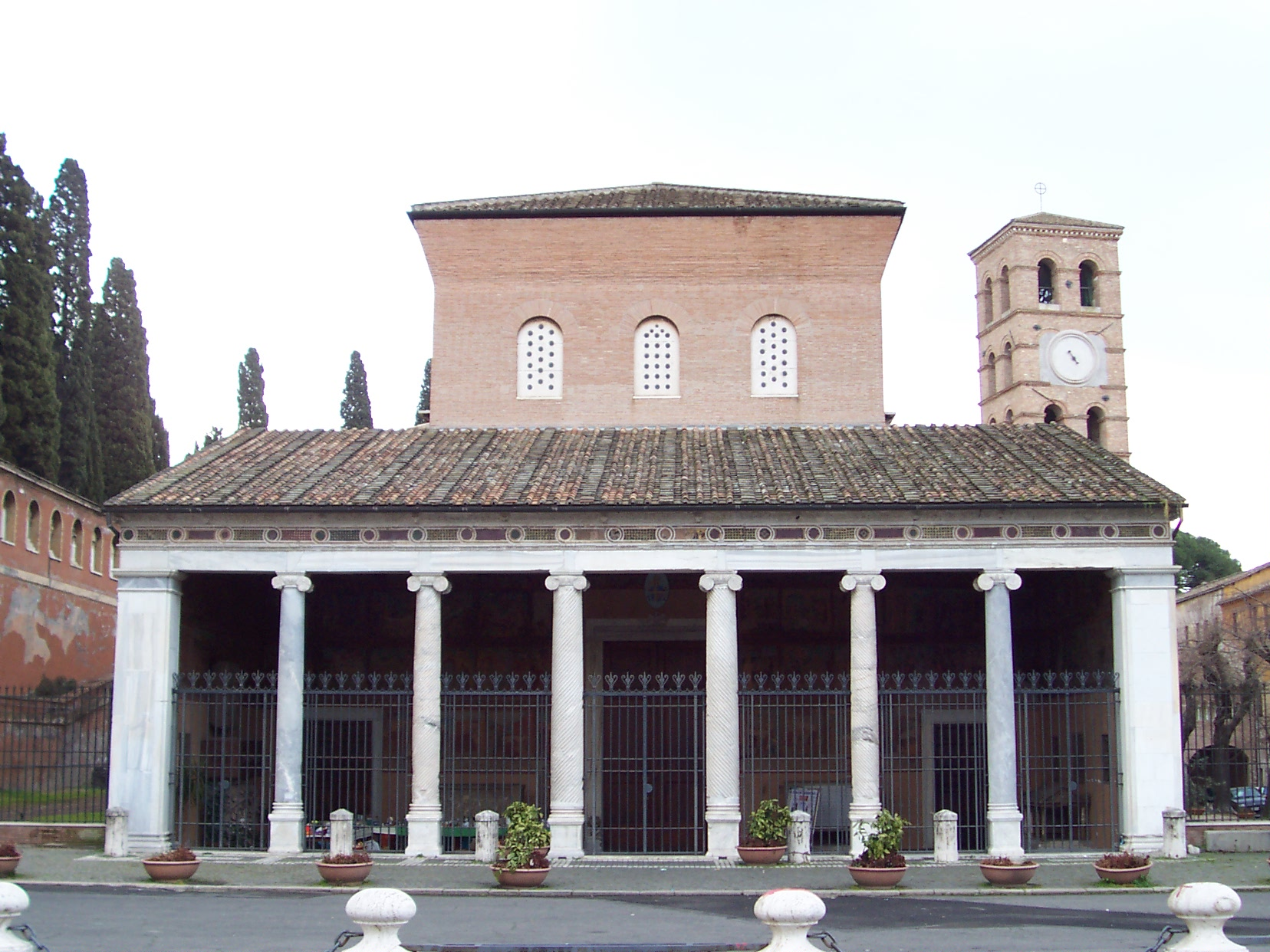 http://fr.academic.ru/pictures/frwiki/83/San_Lorenzo_fuori_le_mura_-_facade.jpg