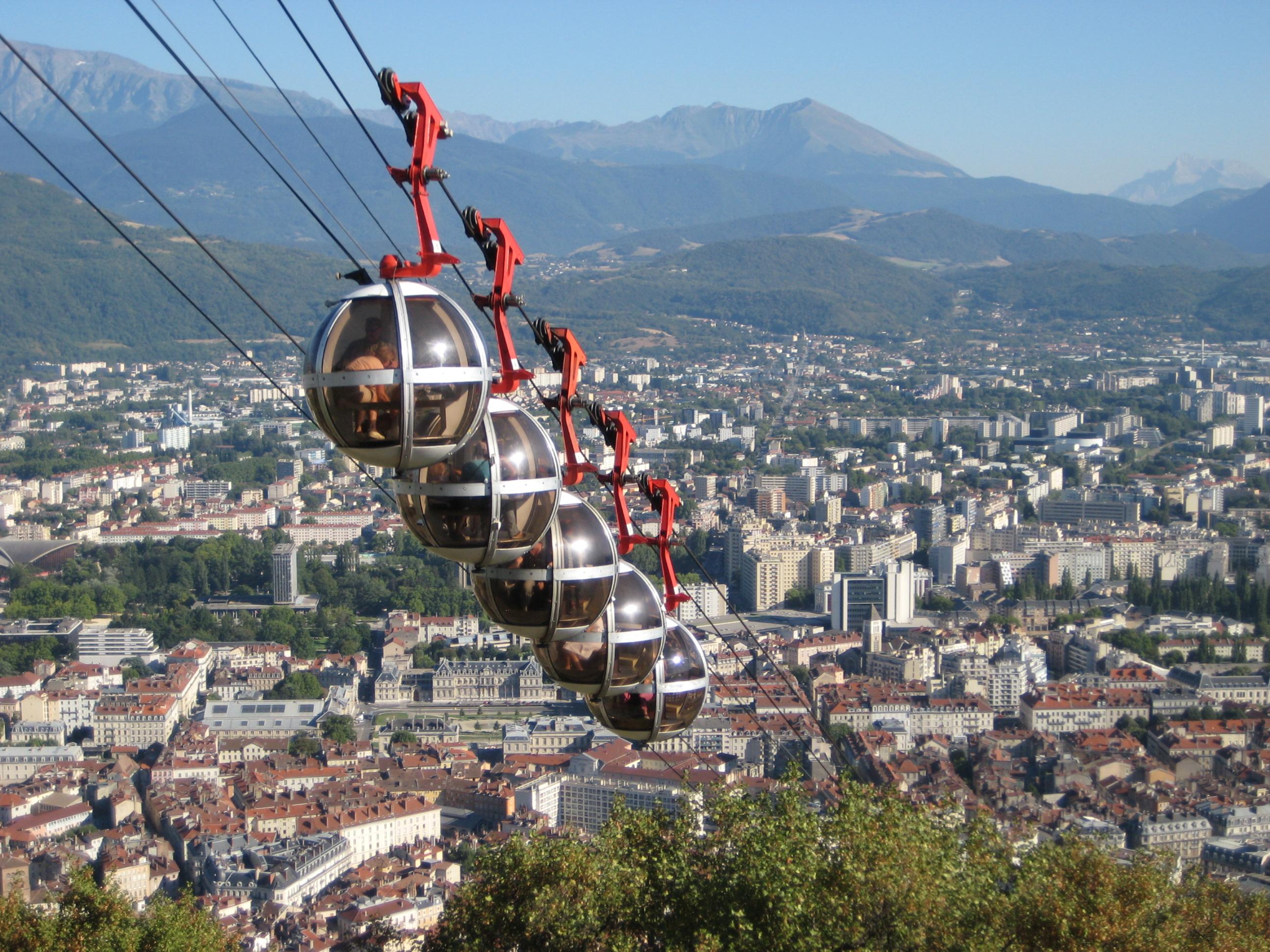 http://fr.academic.ru/pictures/frwiki/83/Seilbahn-Grenoble.JPG