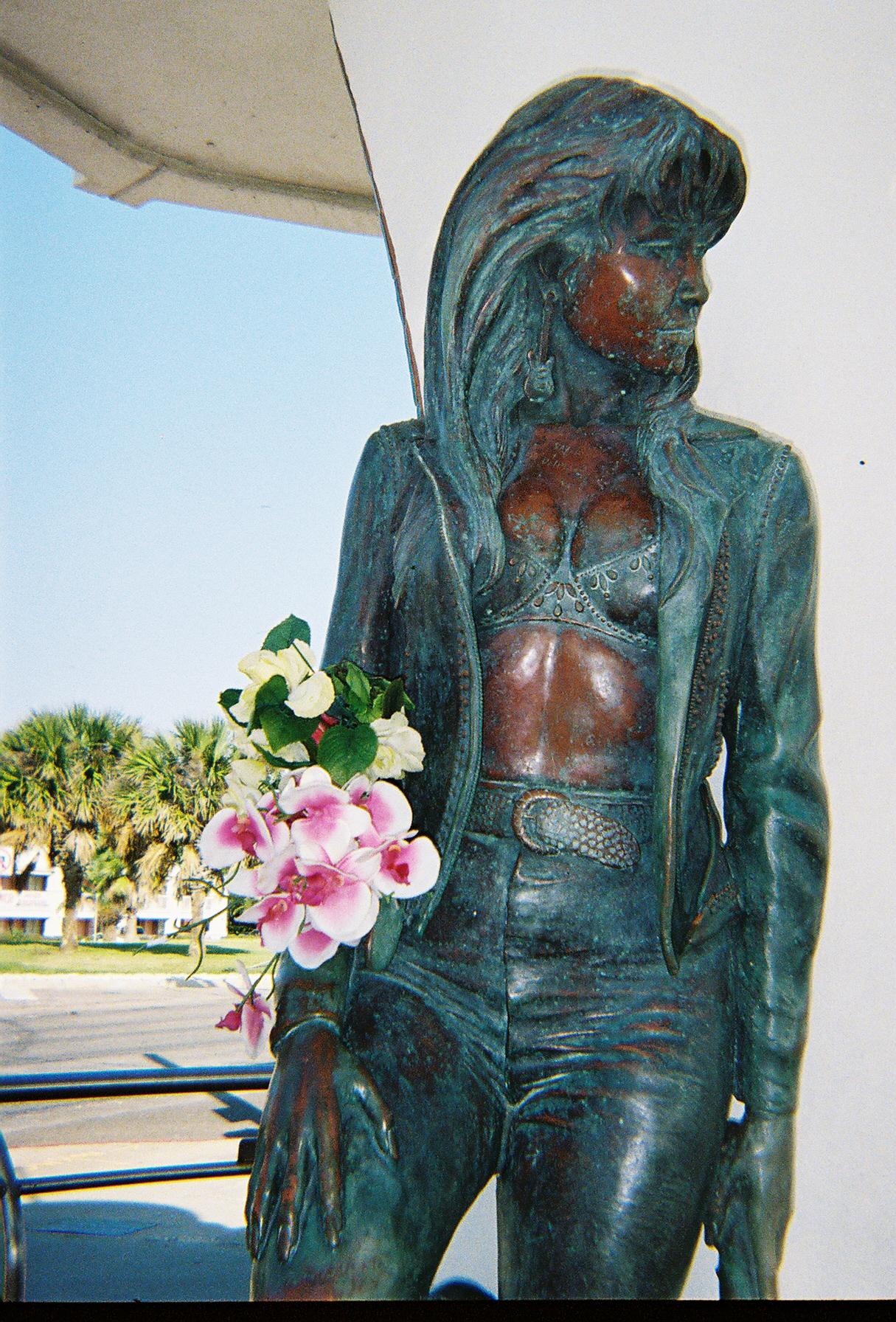 Selena Quintanilla Statue Selena