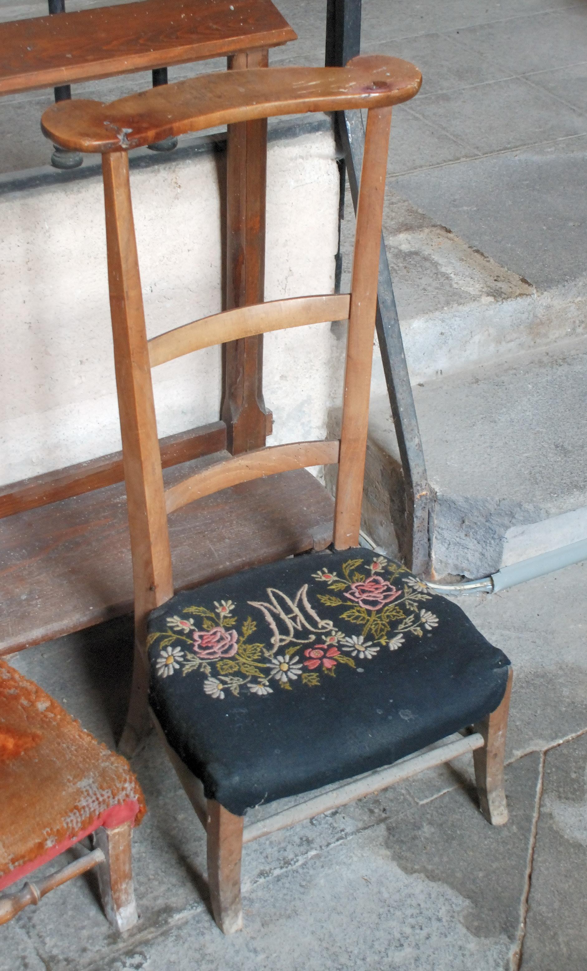 chaise. Black Bedroom Furniture Sets. Home Design Ideas
