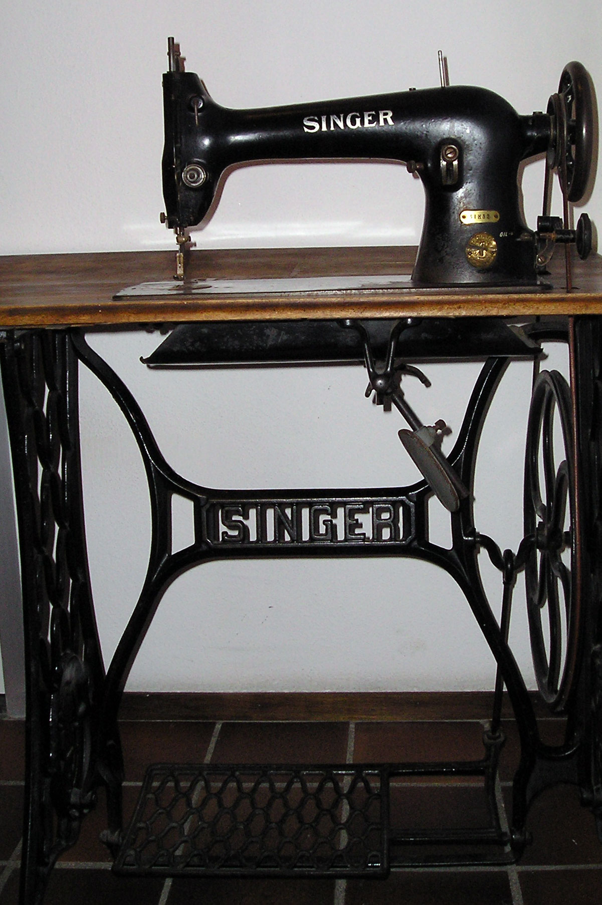 machine a coudre. Black Bedroom Furniture Sets. Home Design Ideas