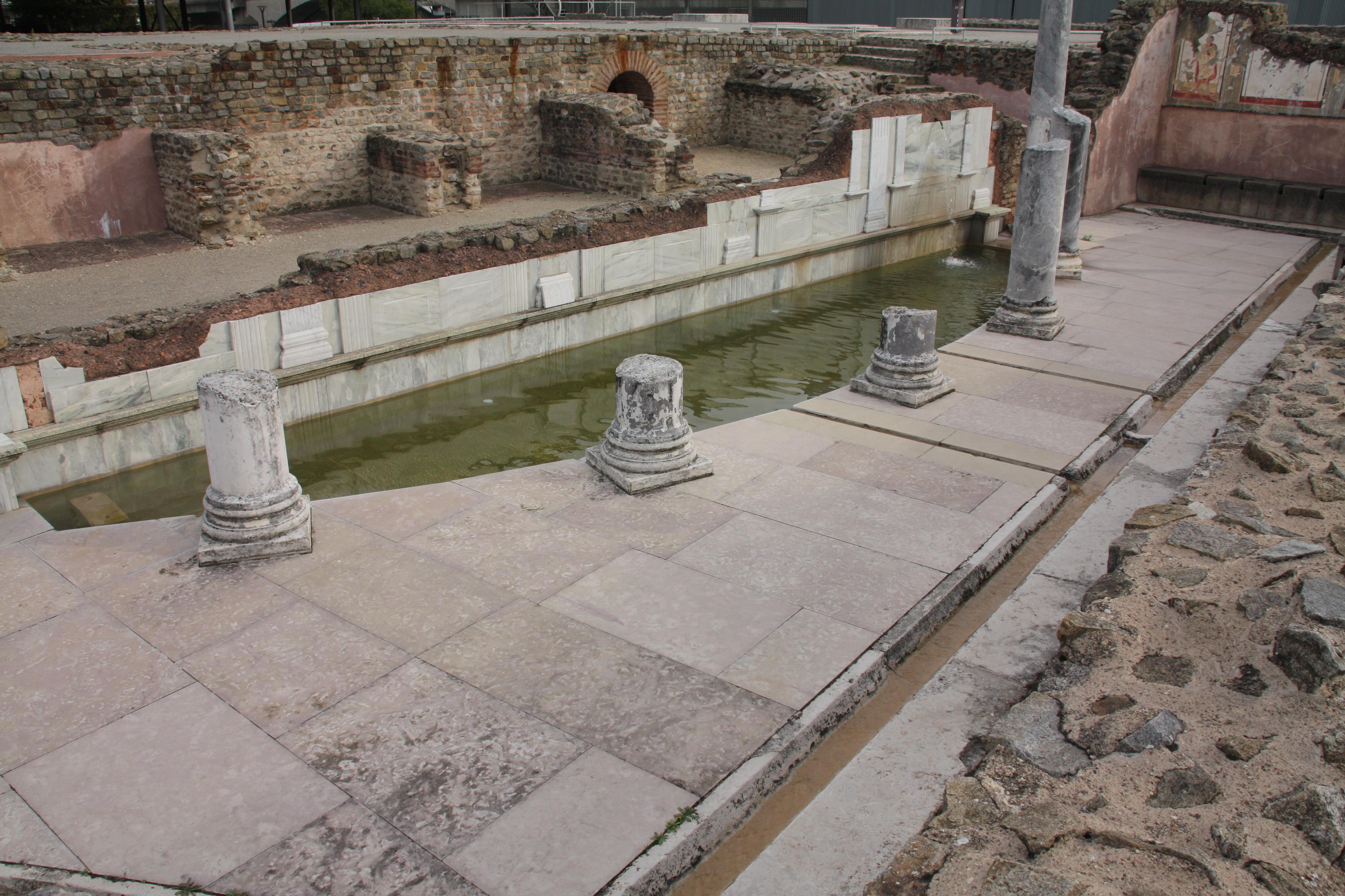 Thermes des lutteurs - Piscine st romain en gal ...