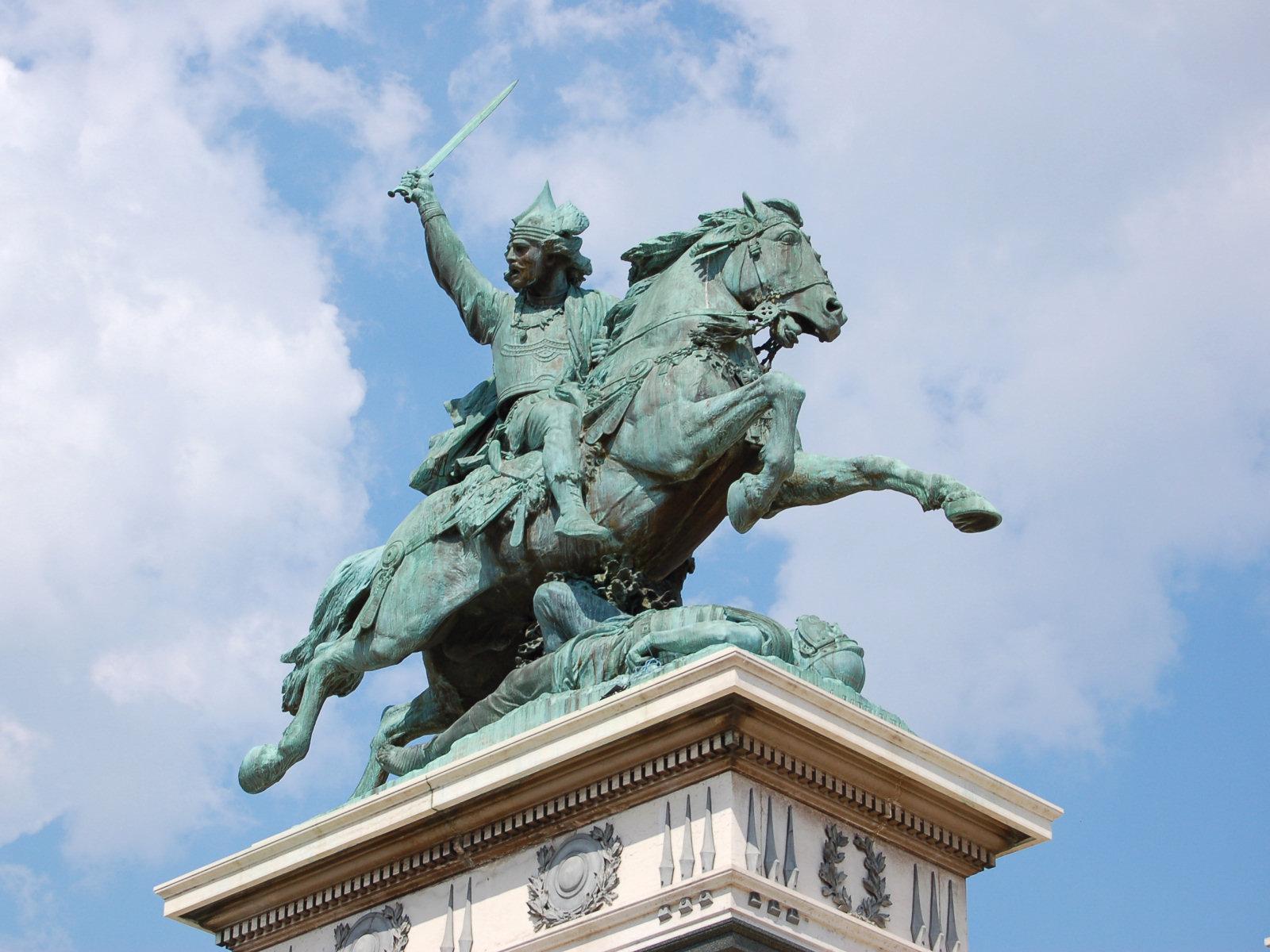 http://fr.academic.ru/pictures/frwiki/83/Statue-vercingetorix-jaude-clermont.jpg