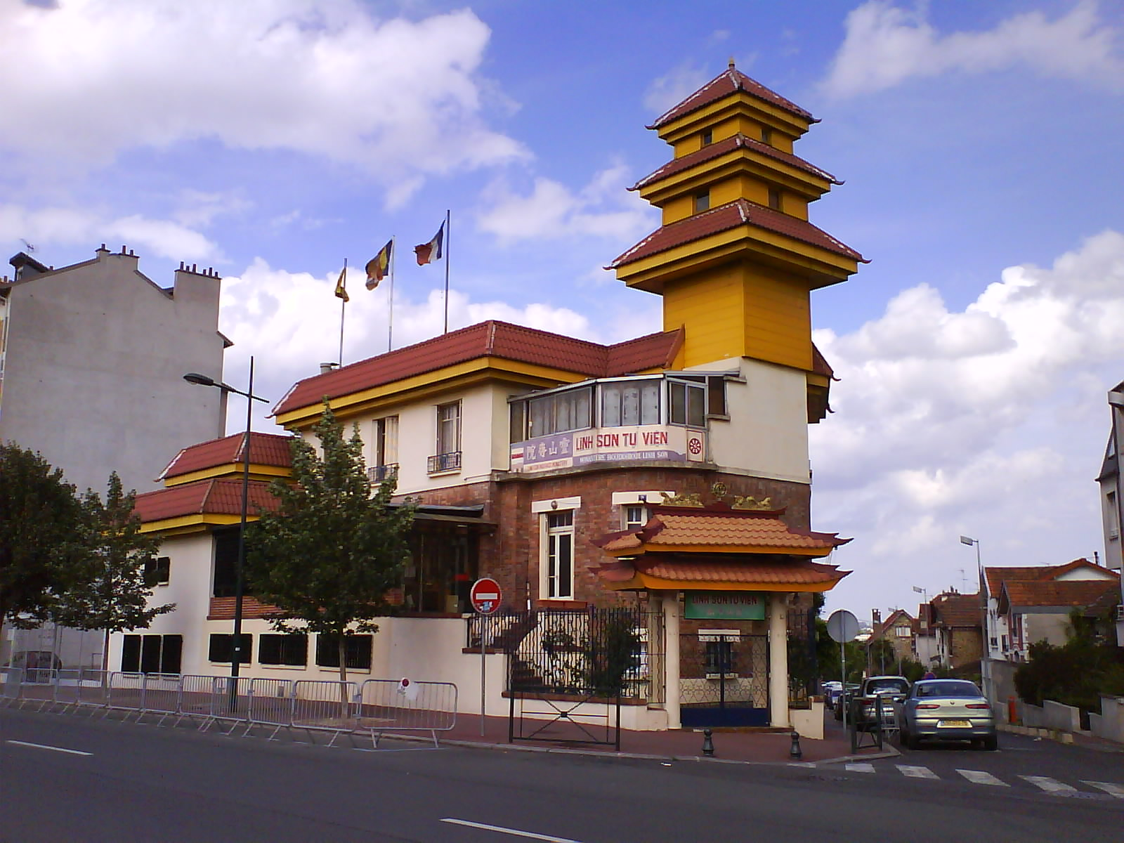 Joinville-le-Pont France  city pictures gallery : Pagode bouddhique Linh Son sino vietnamienne