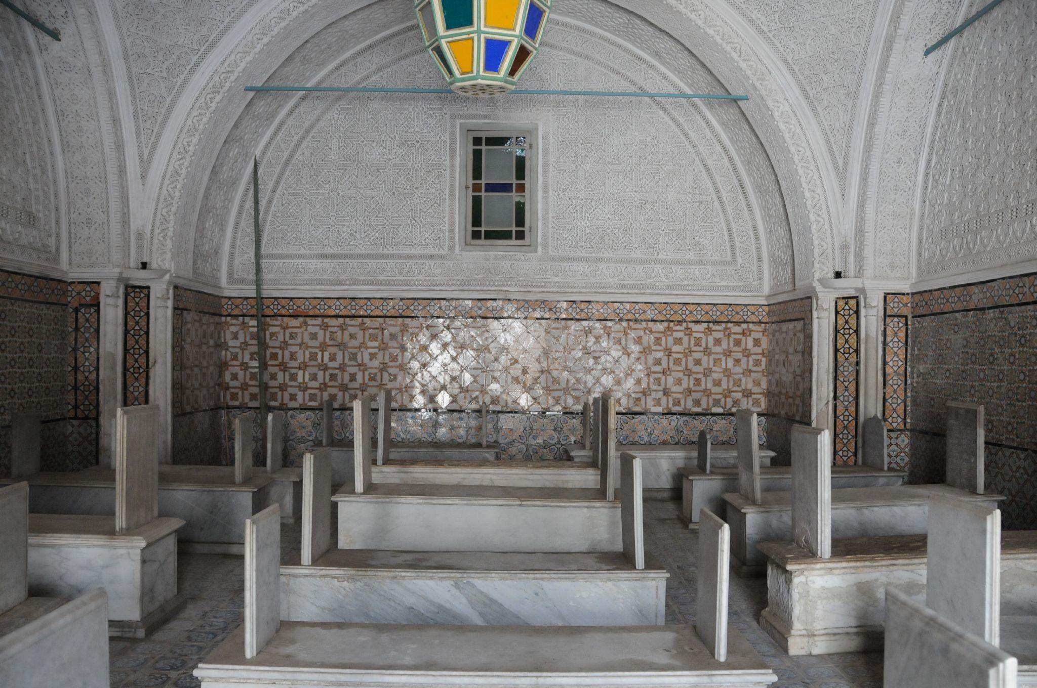 Tourbet el bey for Colonne quadrate decorative