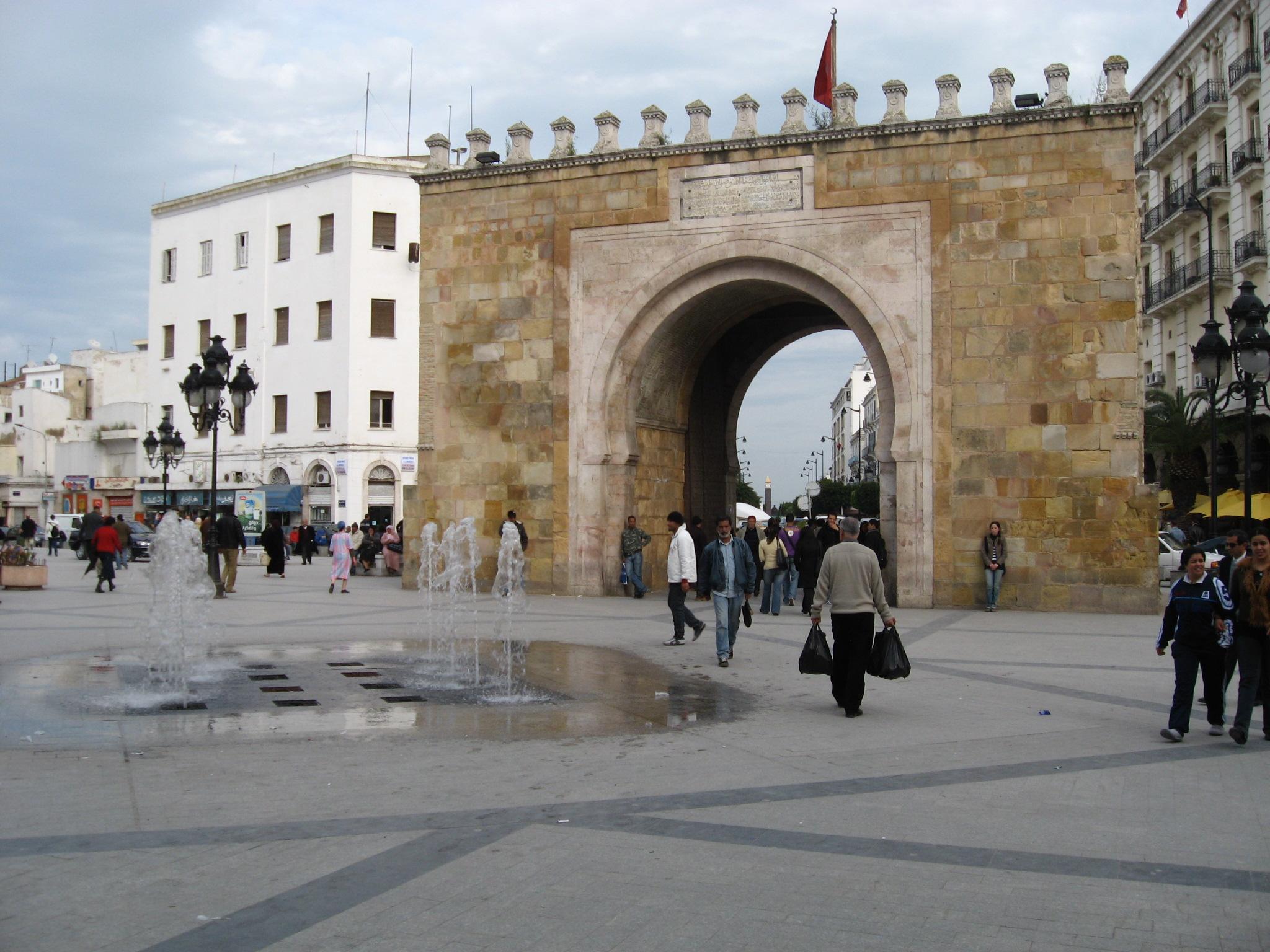 Capitale de la tunisie for Porte de garage tunisie