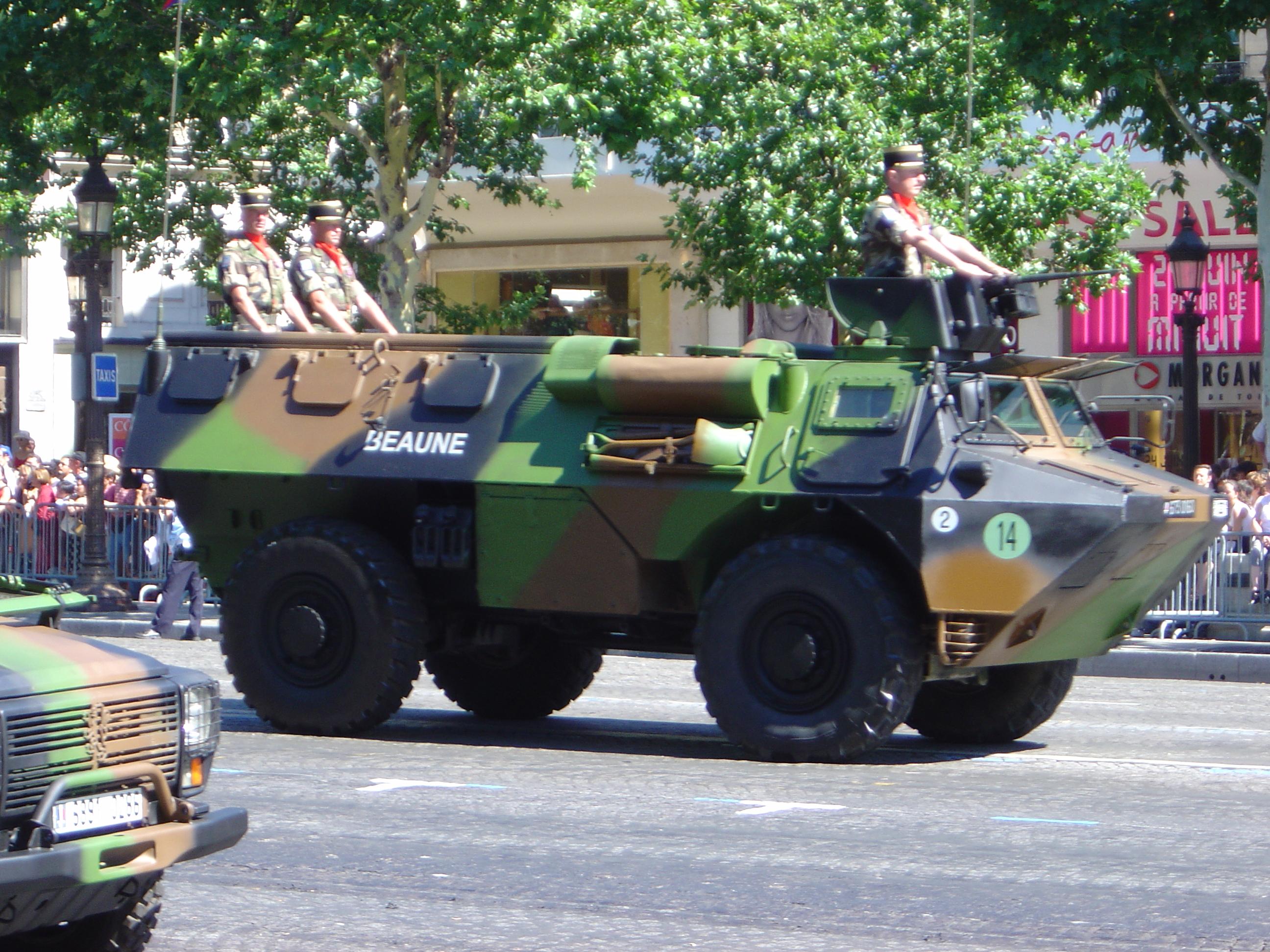 renault trucks defense vehicule de l 39 avant blinde. Black Bedroom Furniture Sets. Home Design Ideas