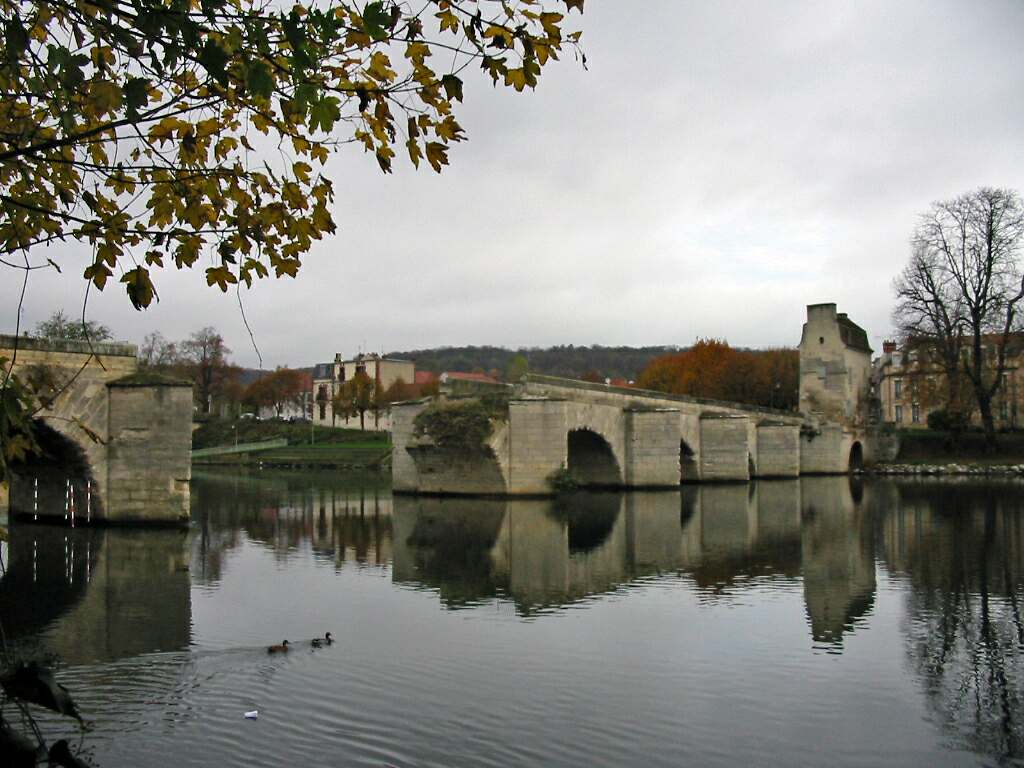 Vieux pont de limay for Piscine mantes la ville