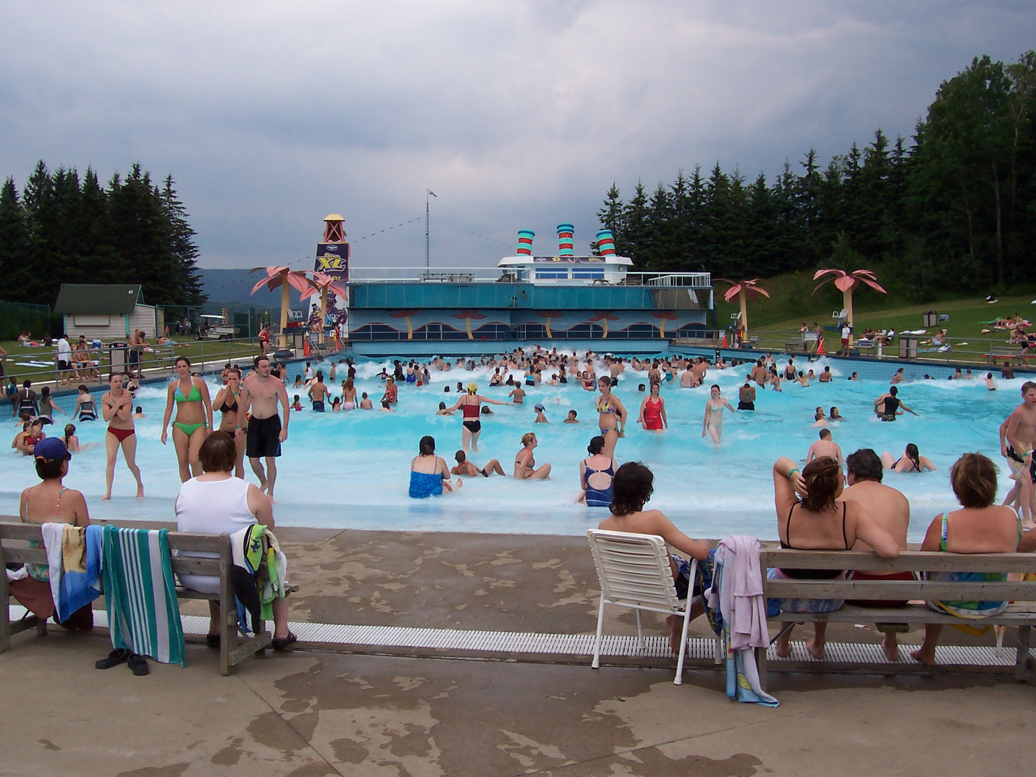 Village vacance valcartier for Annie pelletier piscine
