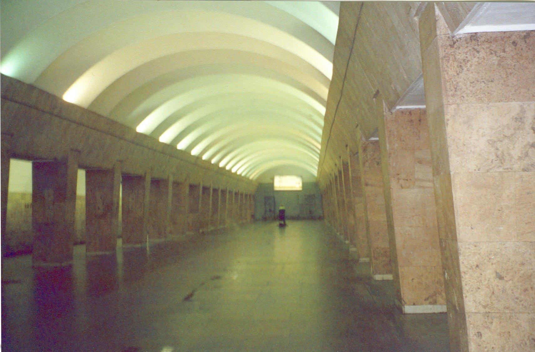 Пристают в метро 16 фотография
