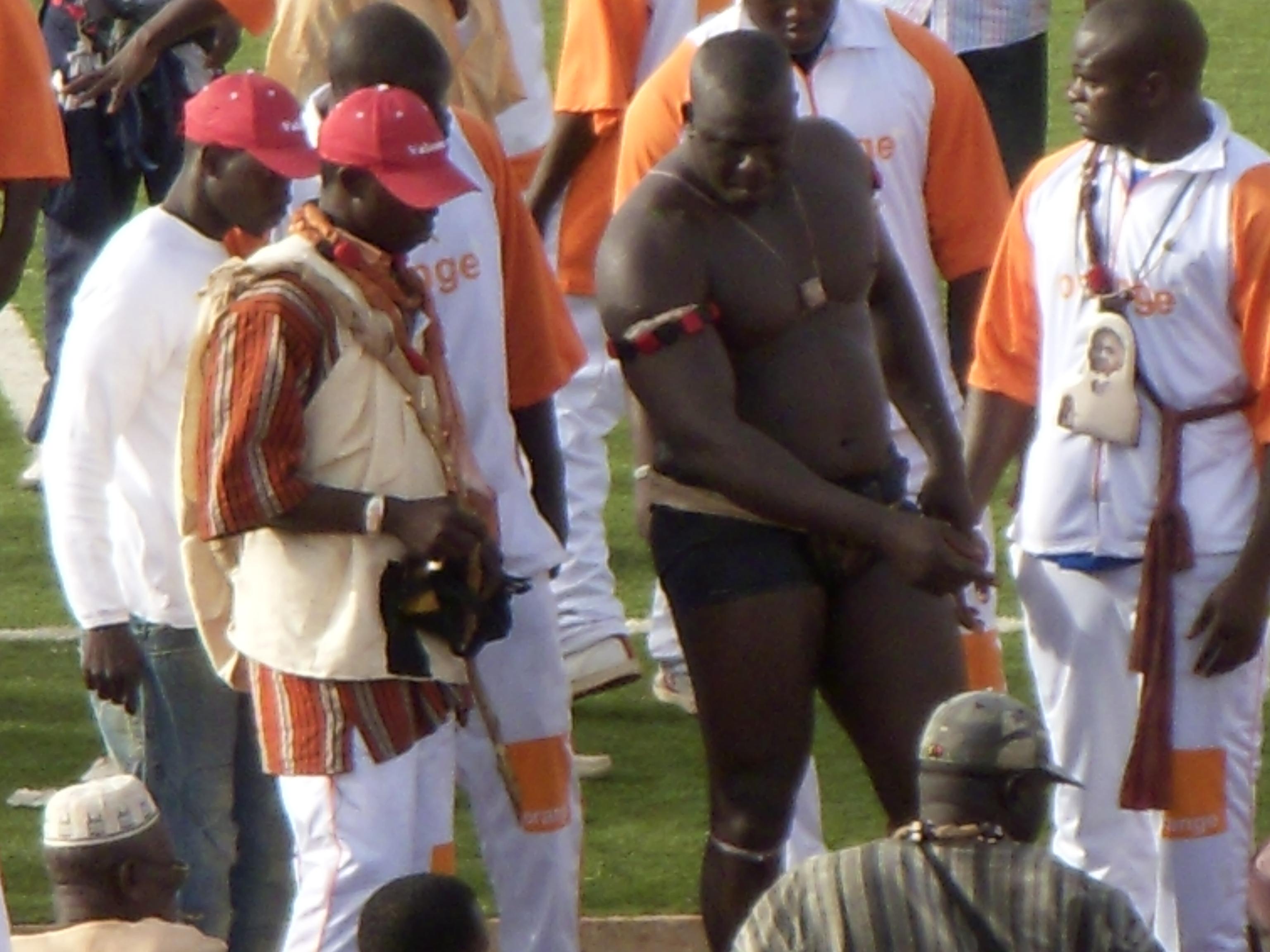 Sport au senegal for Interieur sport lutte senegalaise